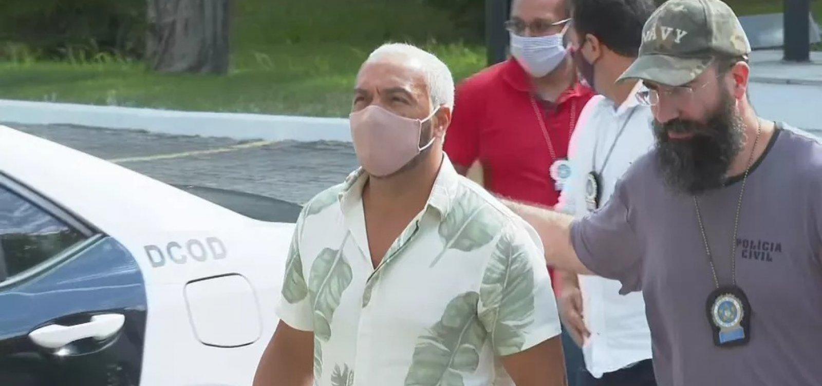Após ser preso nesta quarta-feira por show clandestino, cantor Belo é solto