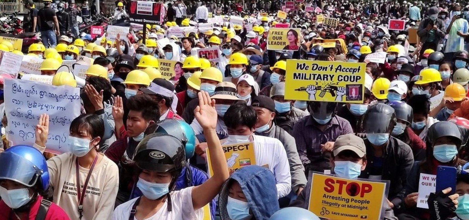 Pelo menos duas pessoas morrem em repressão a protesto contra golpe militar em Mianmar