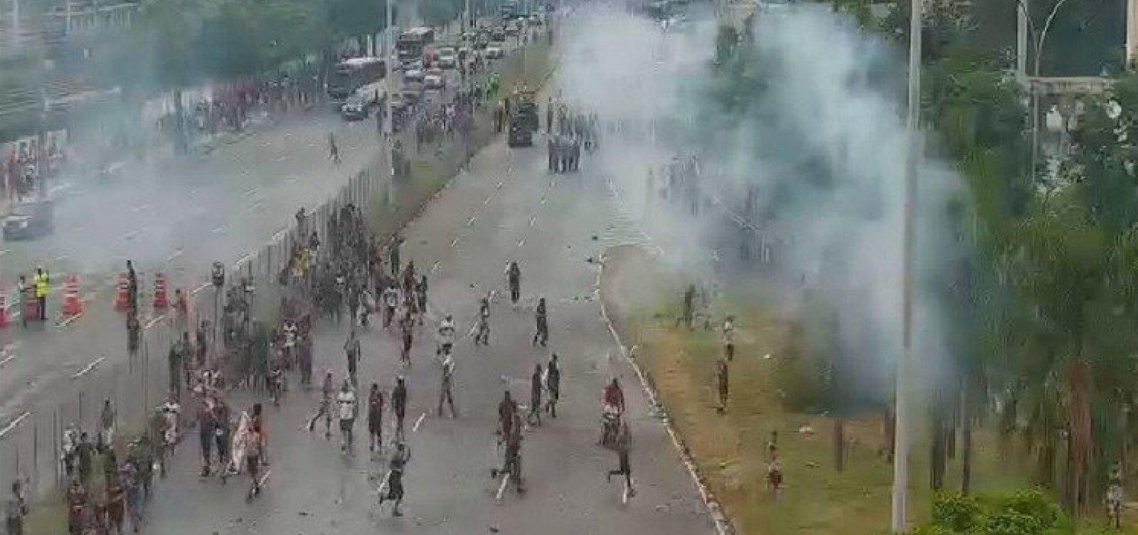 PM dispersa grupo de torcedores do Flamengo em torno do Maracanã com bombas de gás lacrimogêneo