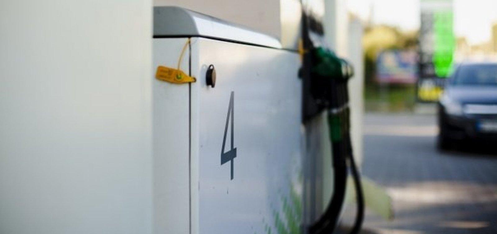 Governo obriga postos a informarem em painel composição do preço dos combustíveis
