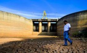 Sistema Cantareira: nível de água sobe e atinge superfície de comportas