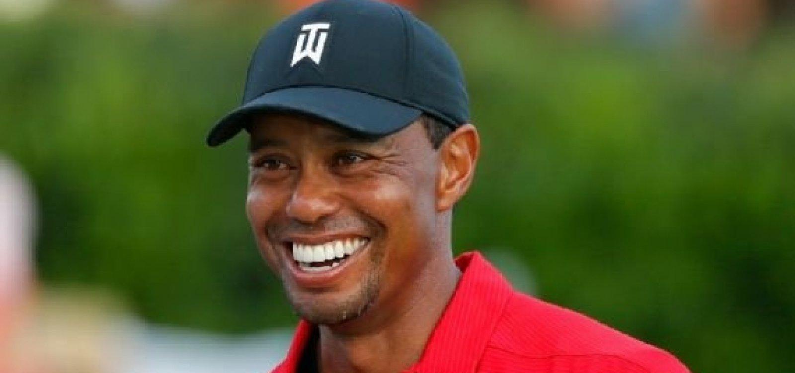 Jogador de golfe Tiger Woods está internado após acidente de carro nos EUA