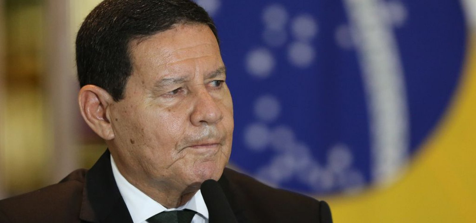 'Não adianta querer impor algo nacional', diz Mourão sobre toque de recolher