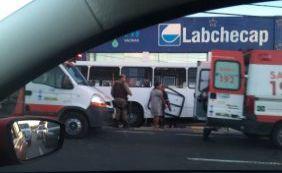 Acidente envolvendo um ônibus deixa vários feridos em Lauro de Freitas