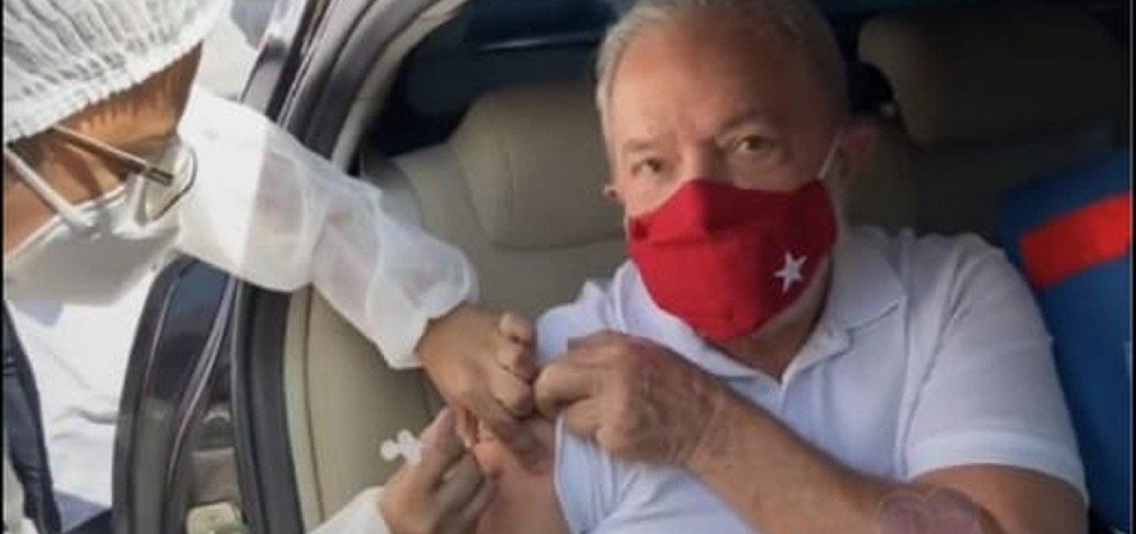 Ex-presidente Lula é vacinado contra a Covid-19 em São Bernardo do Campo