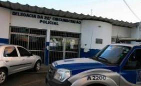 Após serrarem grades, 16 detentos fogem da delegacia em Simões Filho