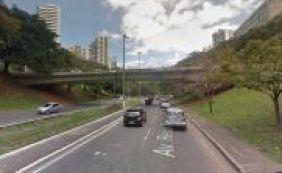 Carro cai do viaduto do Canela e deixa casal ferido em Salvador