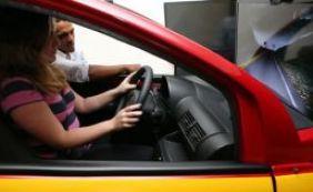 Aulas em simulador de direção nas autoescolas passam a ser obrigatórias no país