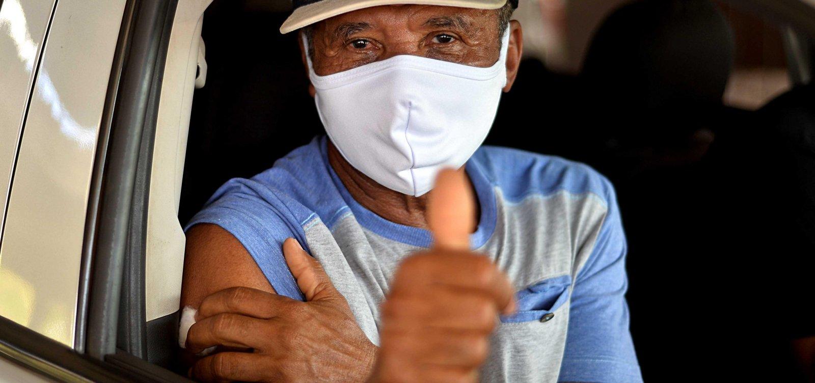 Vacinação contra Covid-19 com segunda dose segue nesta segunda em Salvador