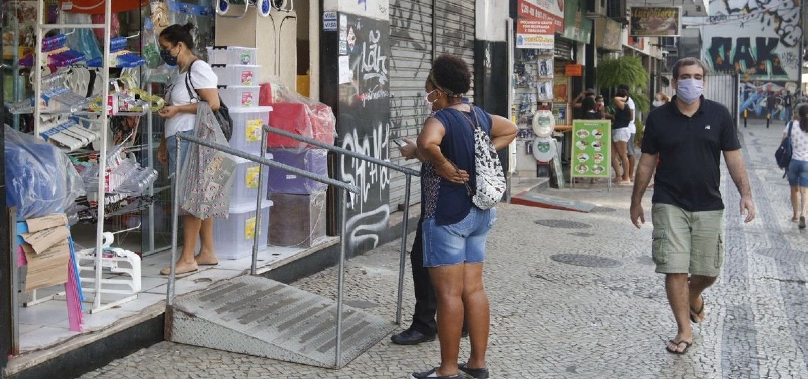 Varejo cresce 0,6% em fevereiro, diz IBGE