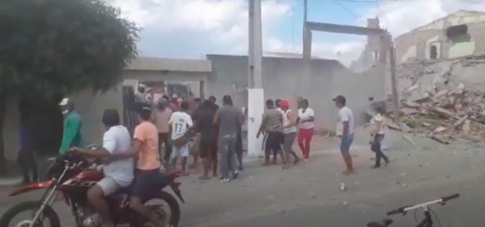 Ao menos dez pessoas ficam feridas em explosão de loja de fogos