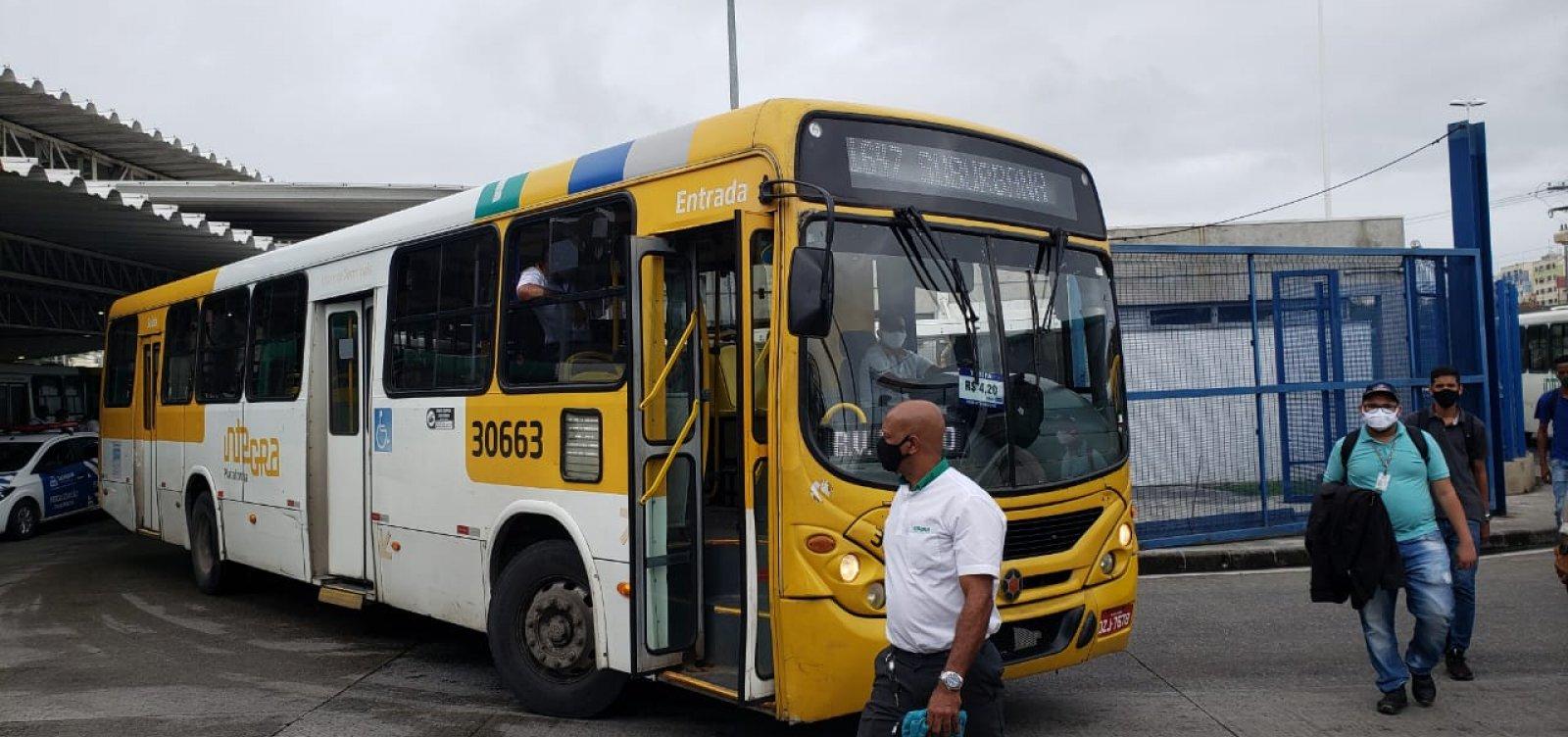 Ônibus voltam a circular na estação Pirajá, mas protesto segue na Lapa