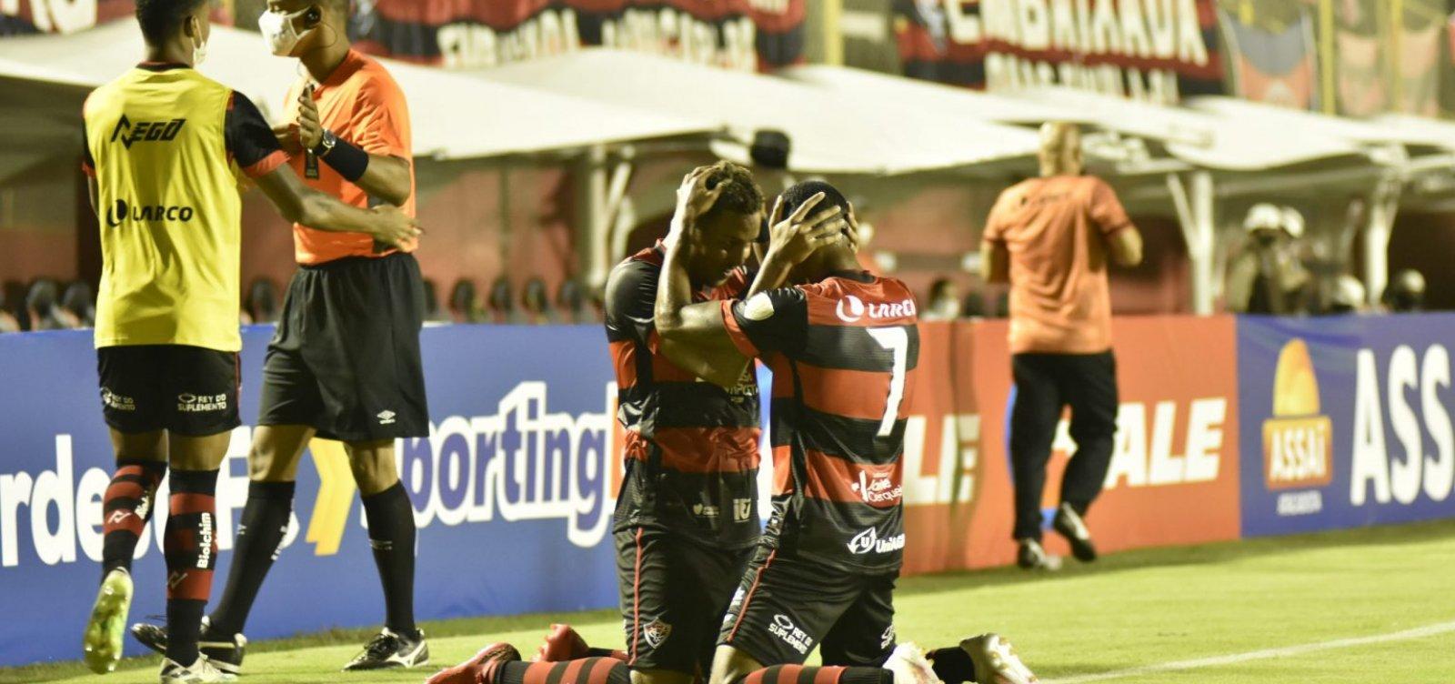 Com golaço no fim, Vitória vence Altos e garante vaga na semi