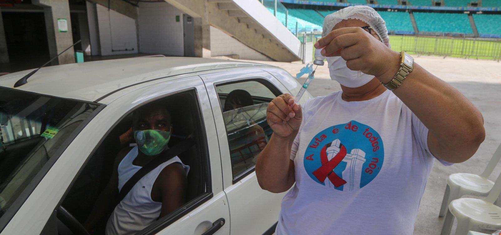 Salvador vacina 32,95 mil pessoas contra covid-19 neste final de semana