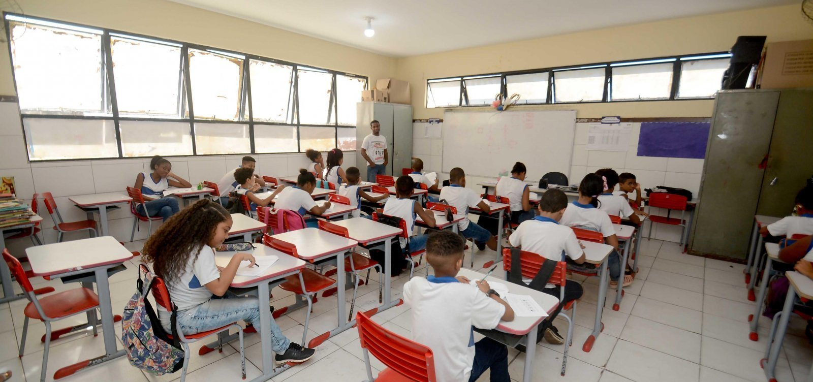 Governo libera aulas semipresenciais em 19 cidades da Bahia