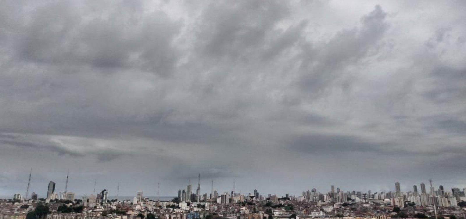 Terça chuvosa provoca deslizamento de terra em Valéria e na Liberdade