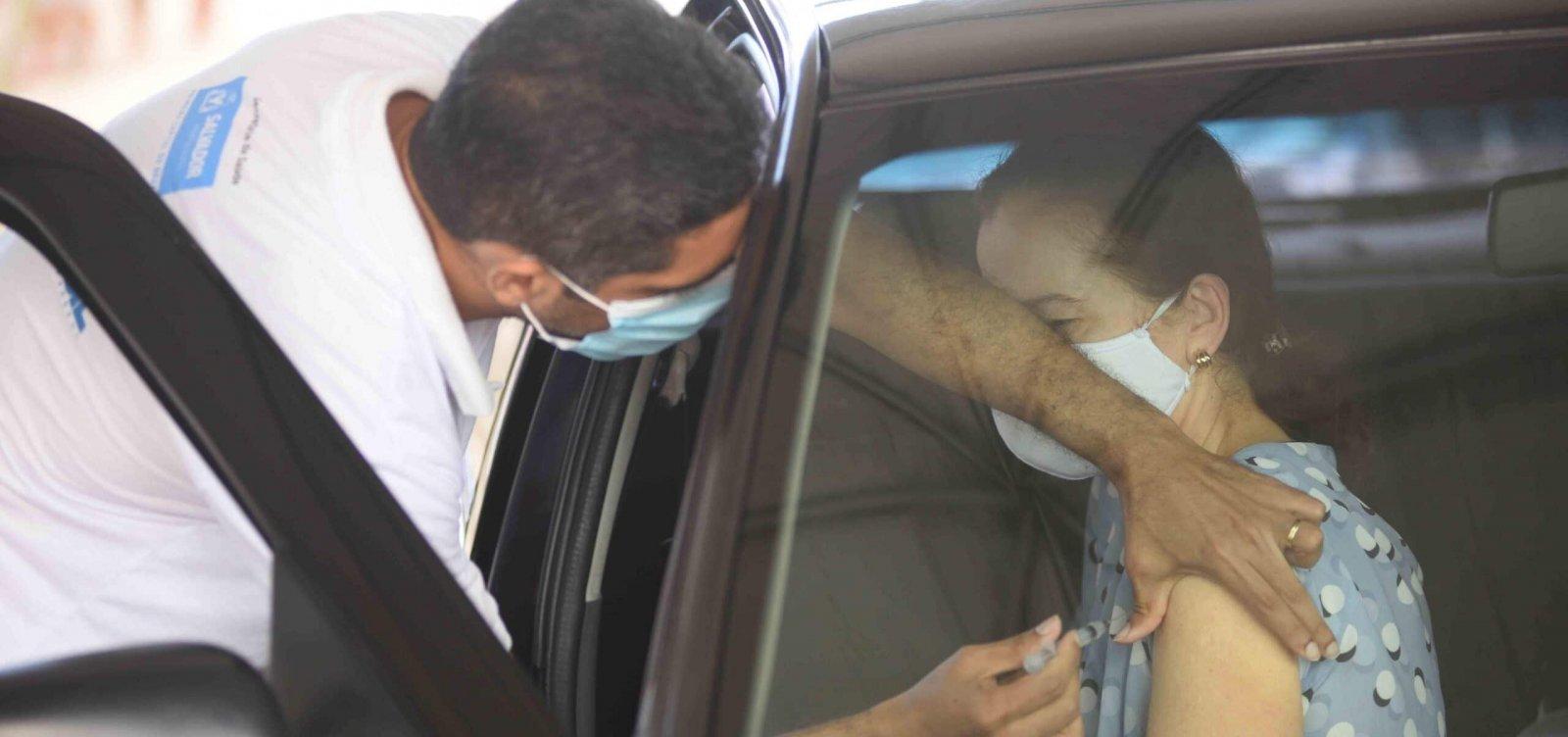 Salvador manterá vacinação durante o feriado desta quarta-feira
