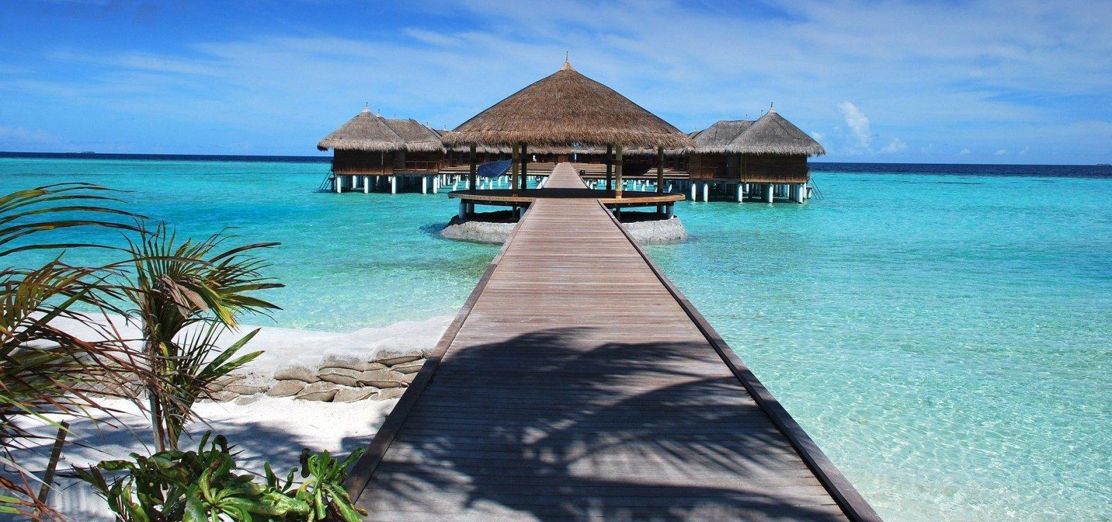 Maldivas vão oferecer vacinas contra a Covid-19 a turistas