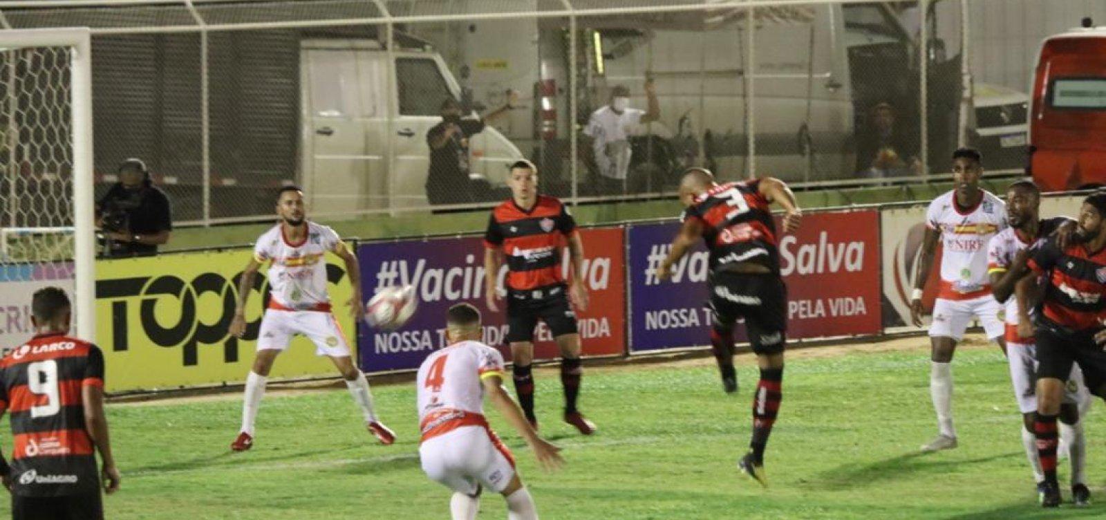 Vitória abre o placar, leva gol e só fica no empate com a Juazeirense