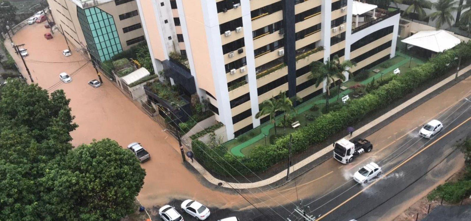 Salvador tem ruas alagadas no Rio Vermelho e na Pituba