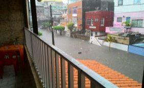 Chuva deixa moradores ilhados no Monte Serrat; água alcança mais de 1 metro