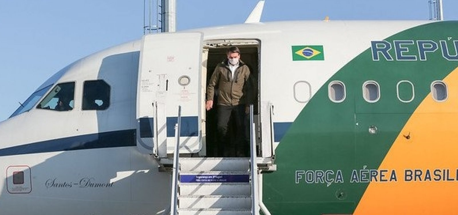 Bolsonaro desembarca na Bahia e inaugura obra iniciada em 2014