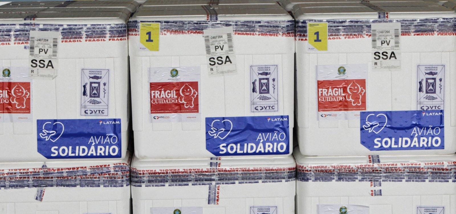 Em meio à crise de segunda dose, 6,8 mil vacinas de CoronaVac desembarcam na Bahia