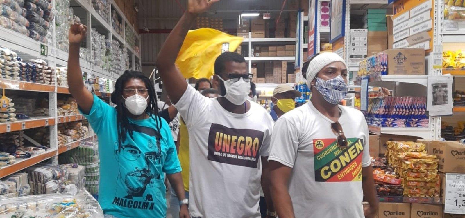 Manifestantes entram em mercado em protesto contra morte de tio e sobrinho; MP investiga caso