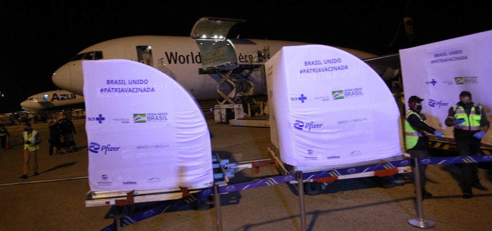 Ministério da Saúde atrasa e vacinas da Pfizer só chegam à tarde na Bahia
