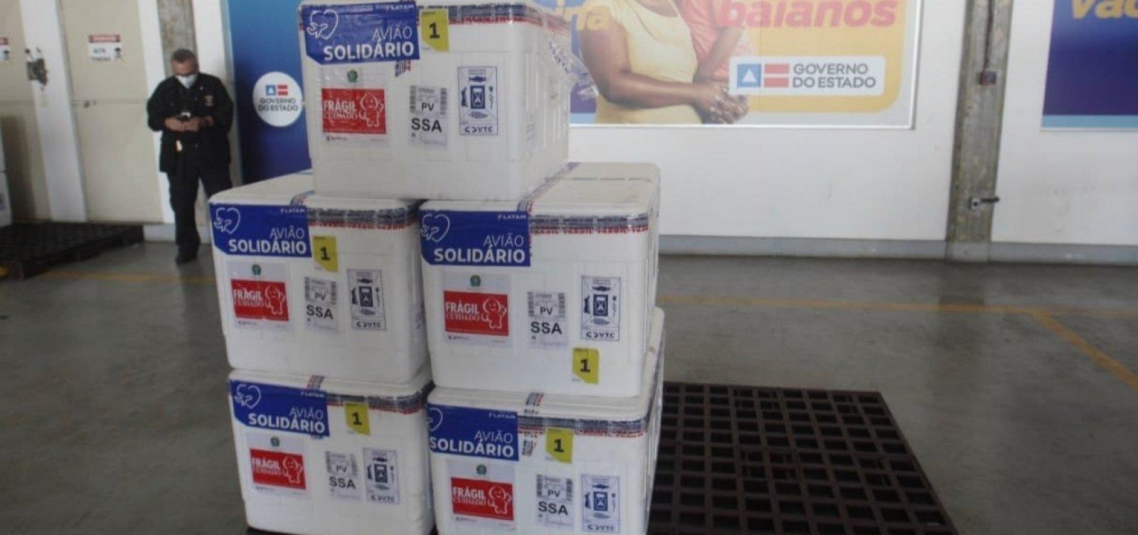 Em meio à crise da segunda dose, Bahia recebe carregamento de CoronaVac