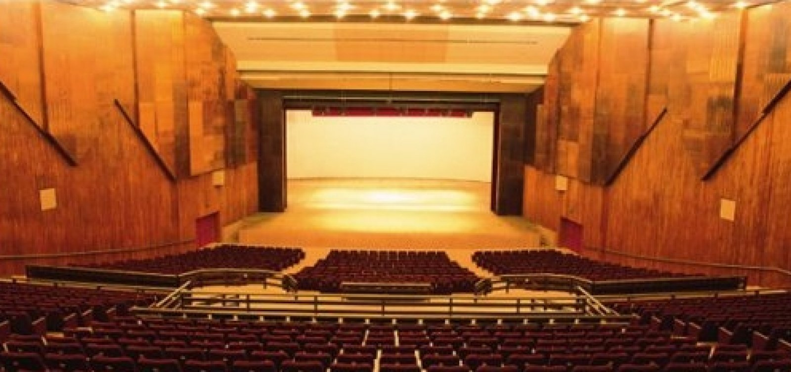 Forro do Teatro Castro Alves ameaça desabar, diz site; assessoria nega