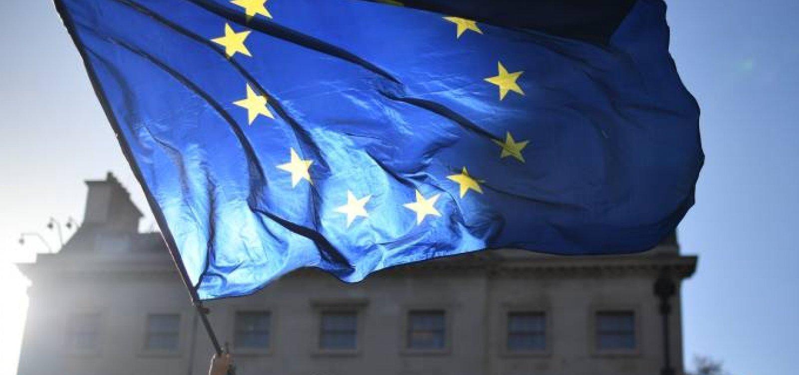 Com avanço da vacinação, Europa diminui restrições contra Covid