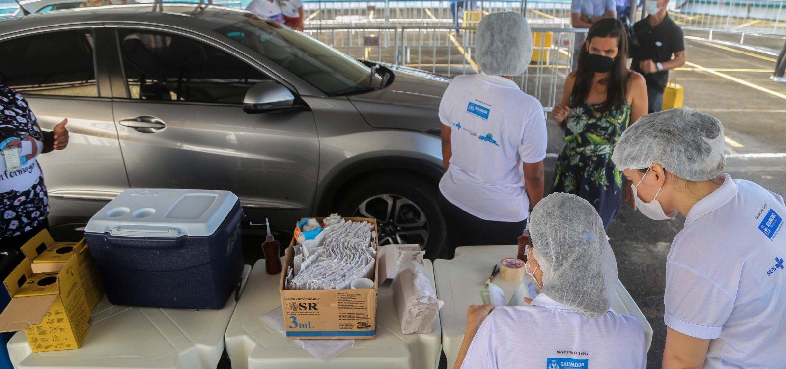 Idosos e professores já podem ser vacinados contra gripe em Salvador; confira