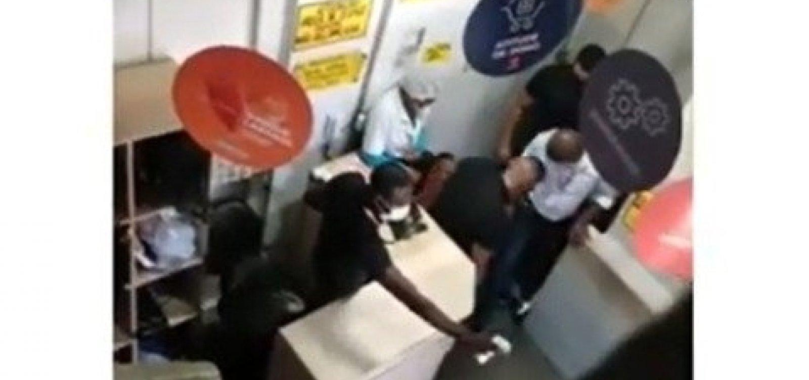 Vídeo mostra agressão em supermercado; delegada diz que traficantes tiveram acesso ao estabelecimento