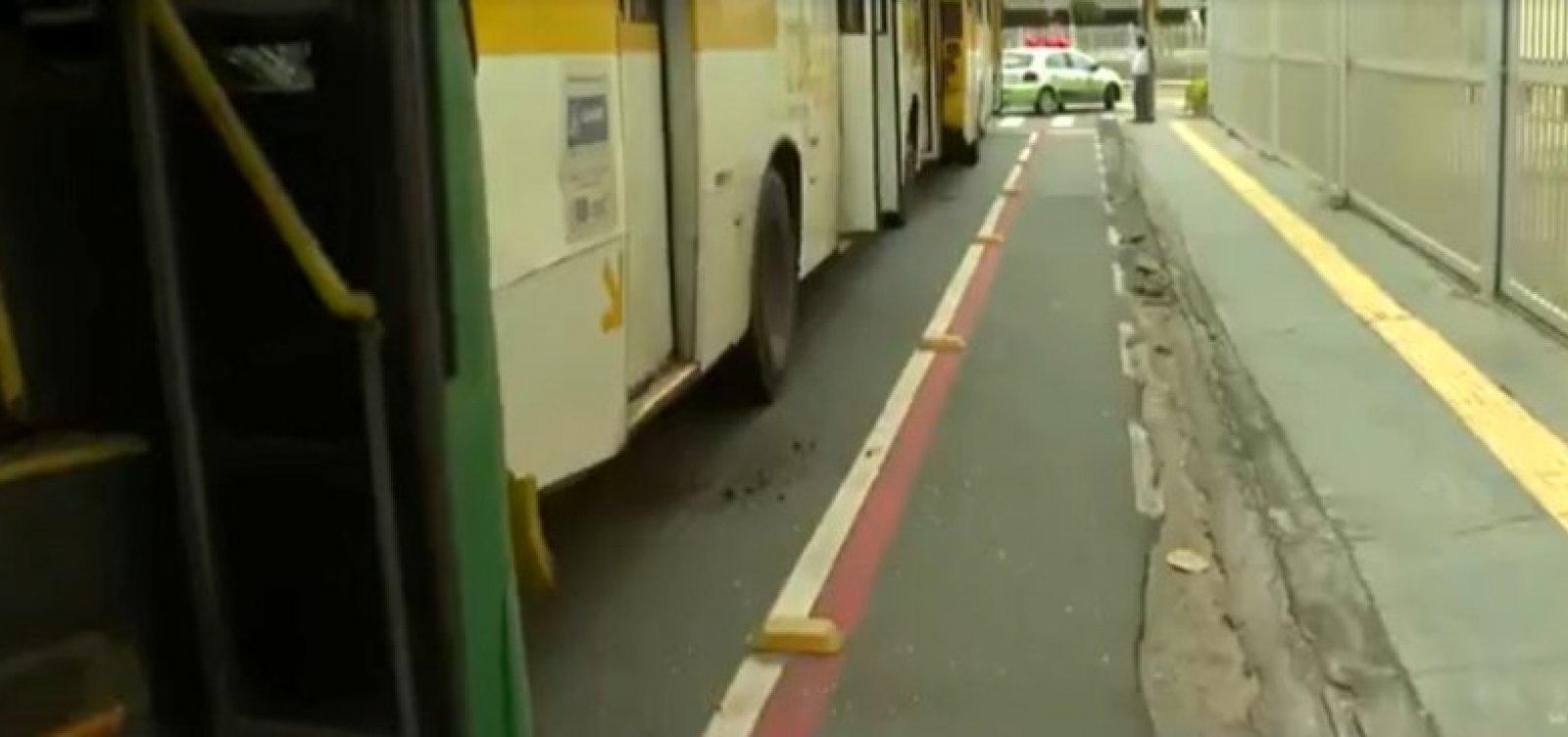 Engavetamento entre três ônibus na Pituba deixa ao menos quatro feridos