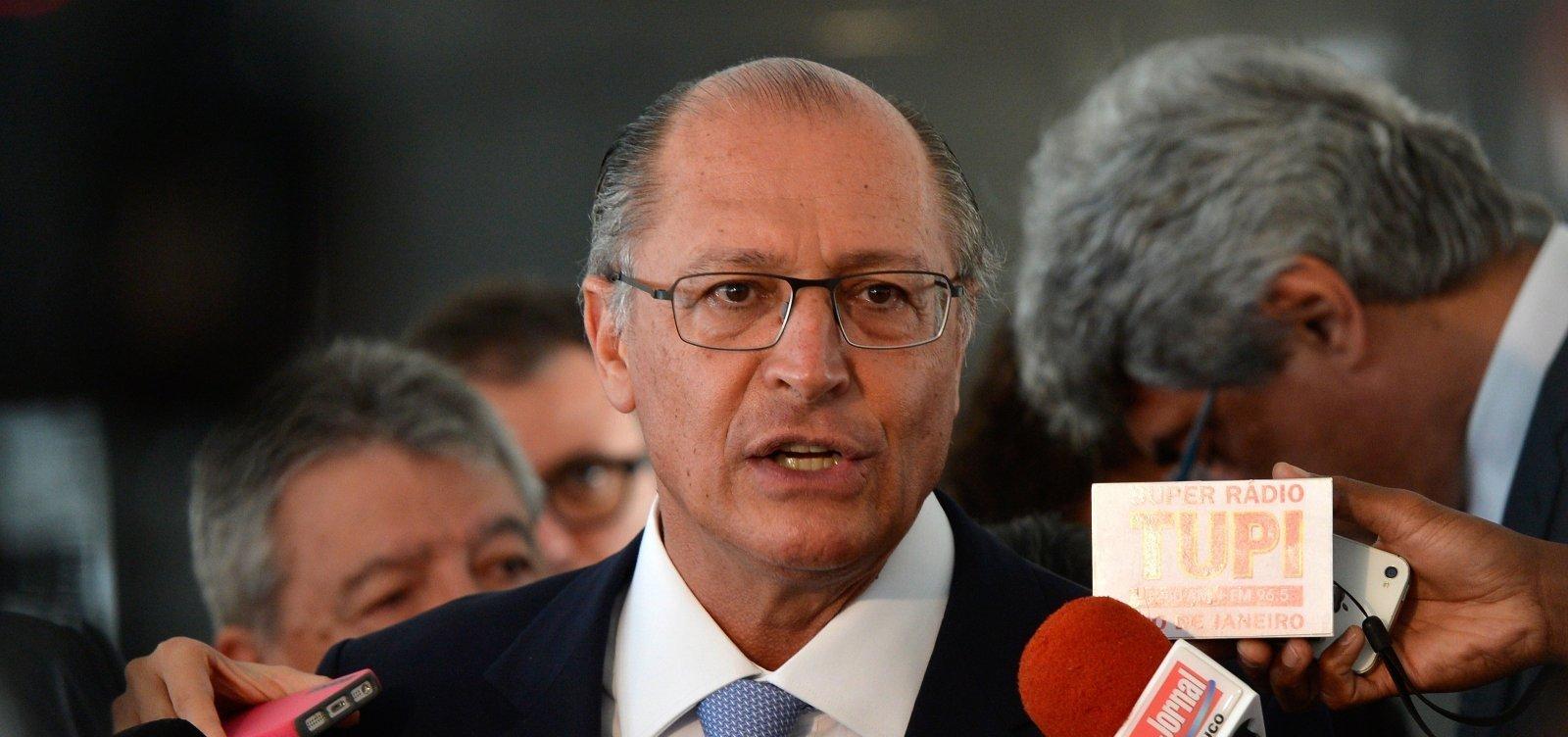 Geraldo Alckmin avisa a aliados que deixará o PSDB