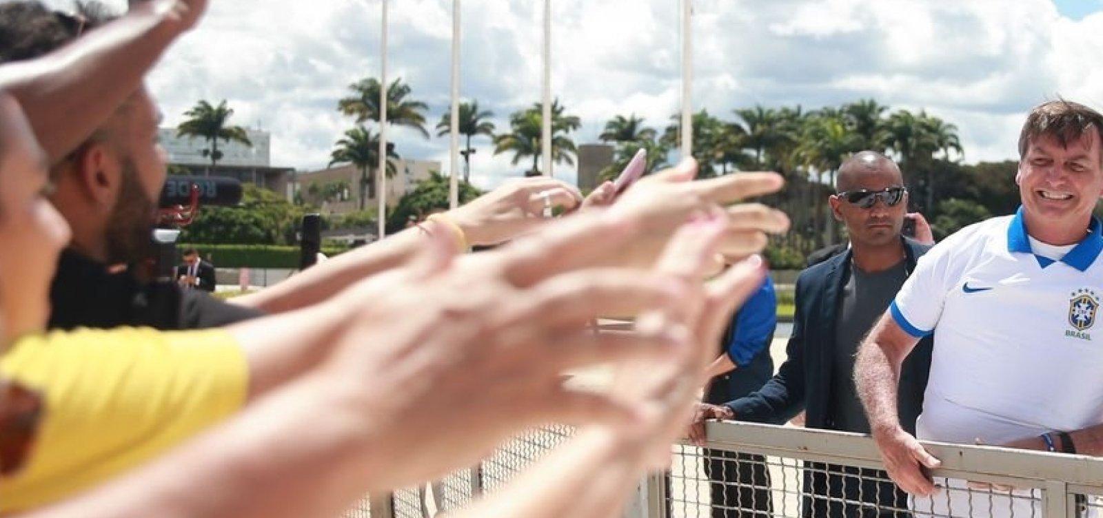 Bolsonaro ironiza projeto que libera maconha para fins medicinais e reclama de oposição à cloroquina