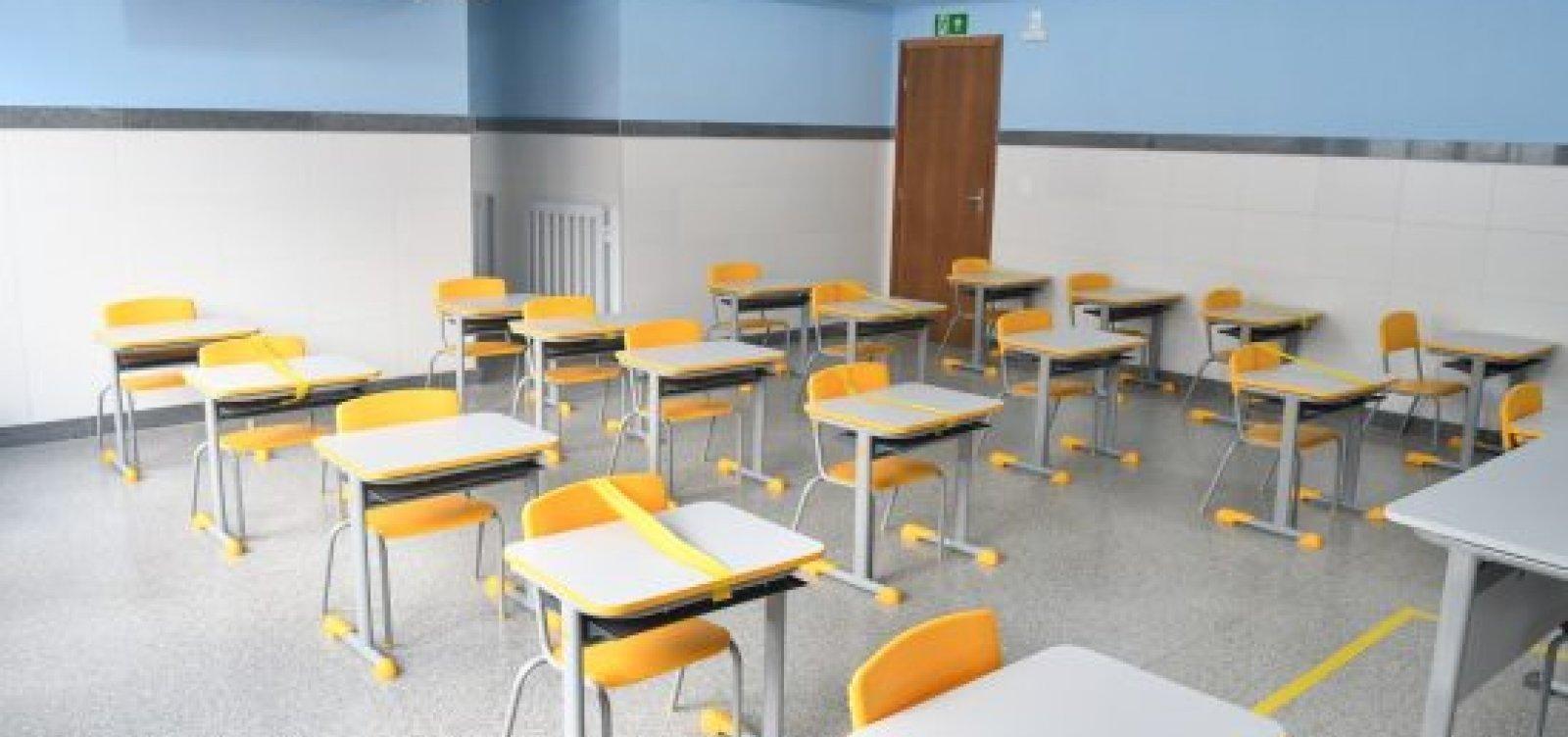 Em assembleia, professores das particulares votam contra a greve