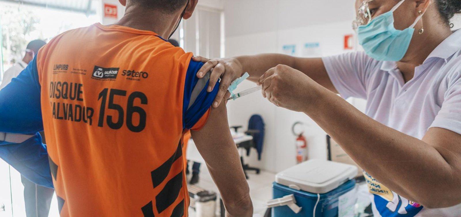 Salvador vacina pessoas de 18 anos ou mais dos públicos já habilitados a partir desta terça