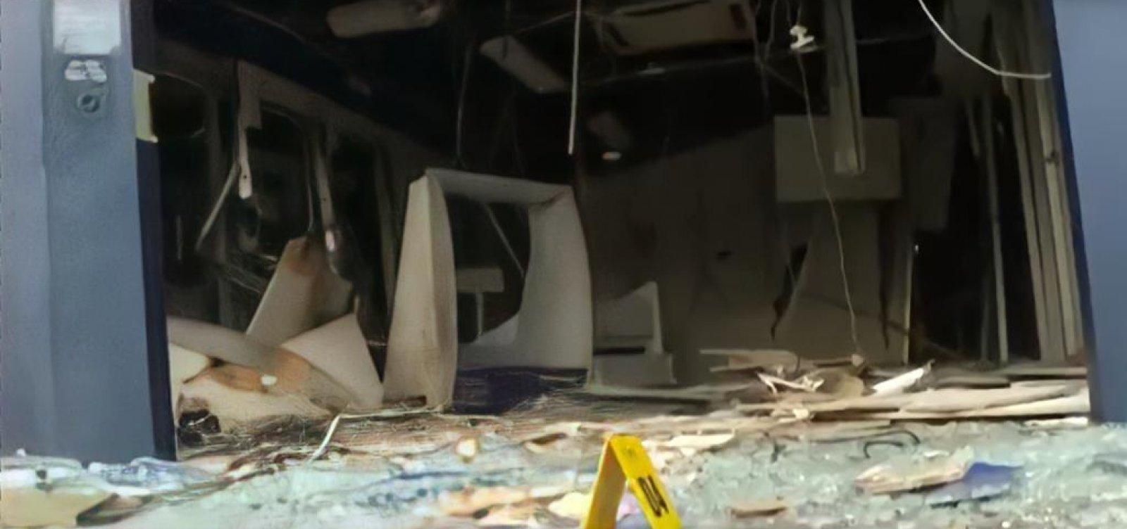 Bandidos explodem agência bancária em Pau da Lima e fazem reféns; é 23º ataque na Bahia