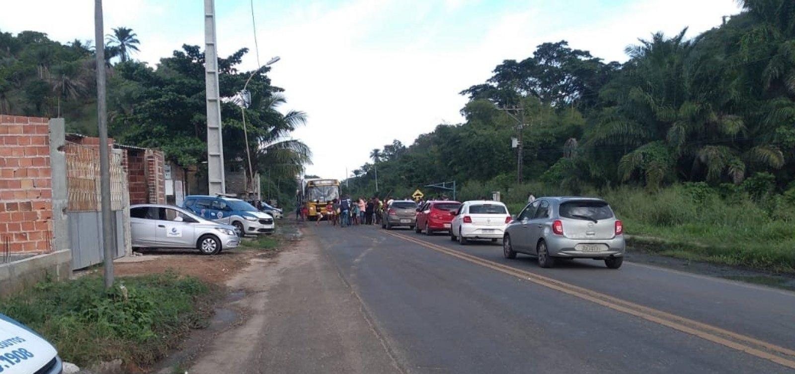 Moradores protestam contra morte de bebê e acusam polícia de disparar contra grávida