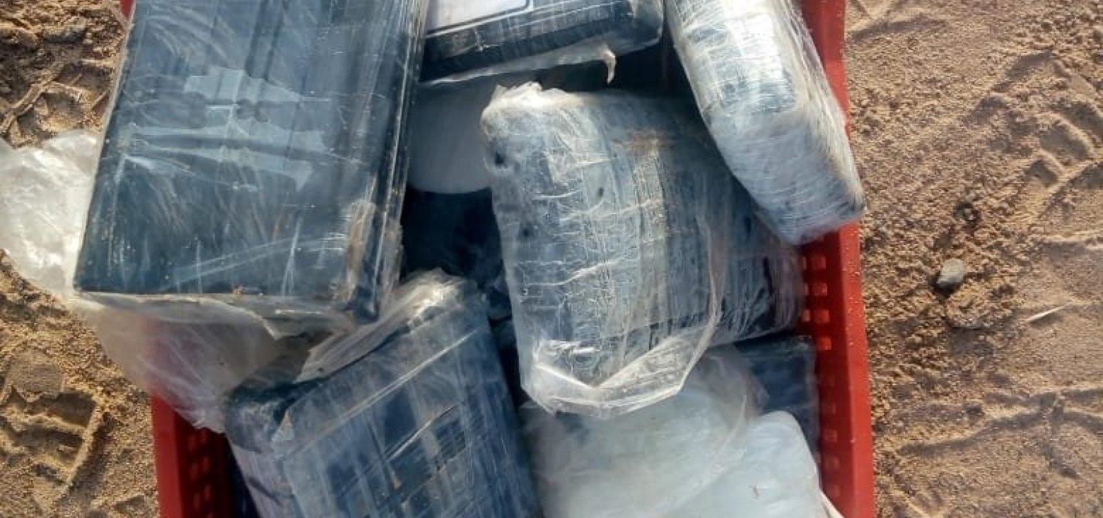 Droga é encontrada dentro de mochila na praia da Boca do Rio