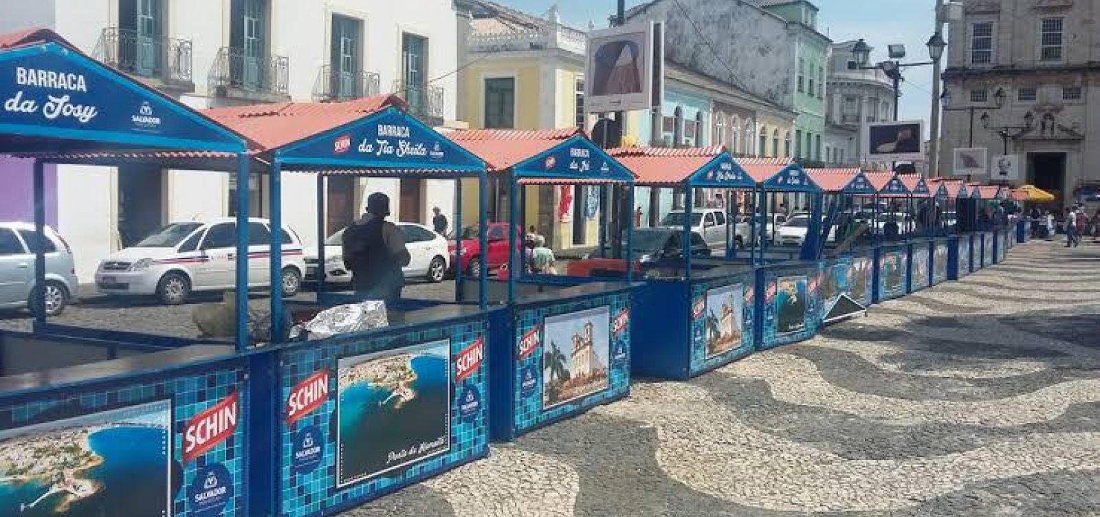 Barraqueiros protestam para retomar atividades no Pelourinho