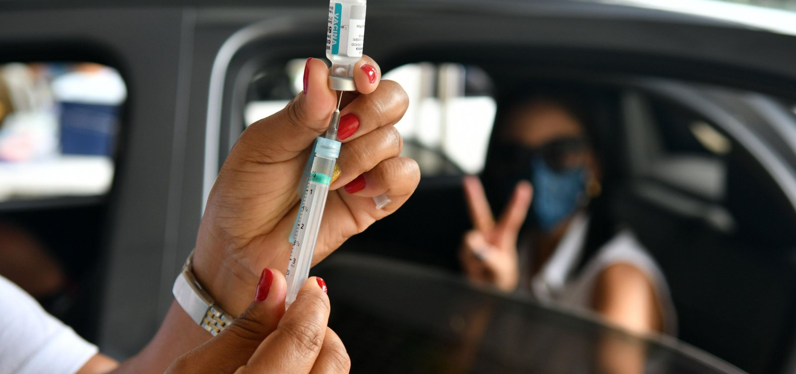 Lactantes, trabalhadores do transporte intermunicipal e caminhoneiros serão vacinados neste sábado