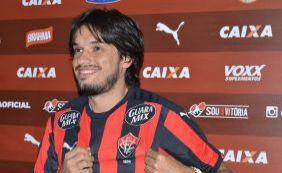 Tiago Real é oficialmente apresentado no Vitória