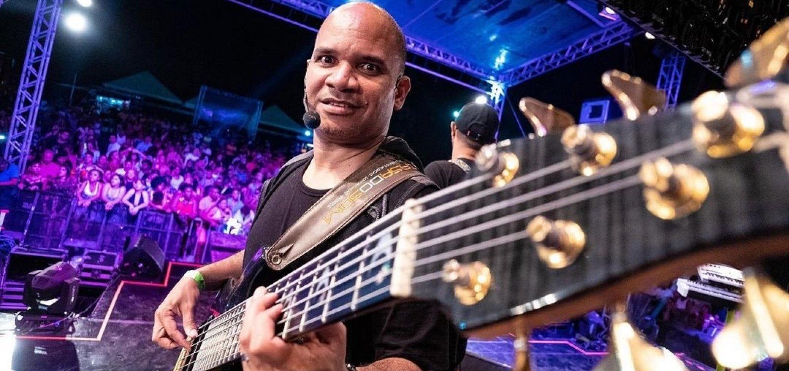 Diretor musical e baixista do Harmonia, Bimba deixa UTI após ser internado com Covid-19