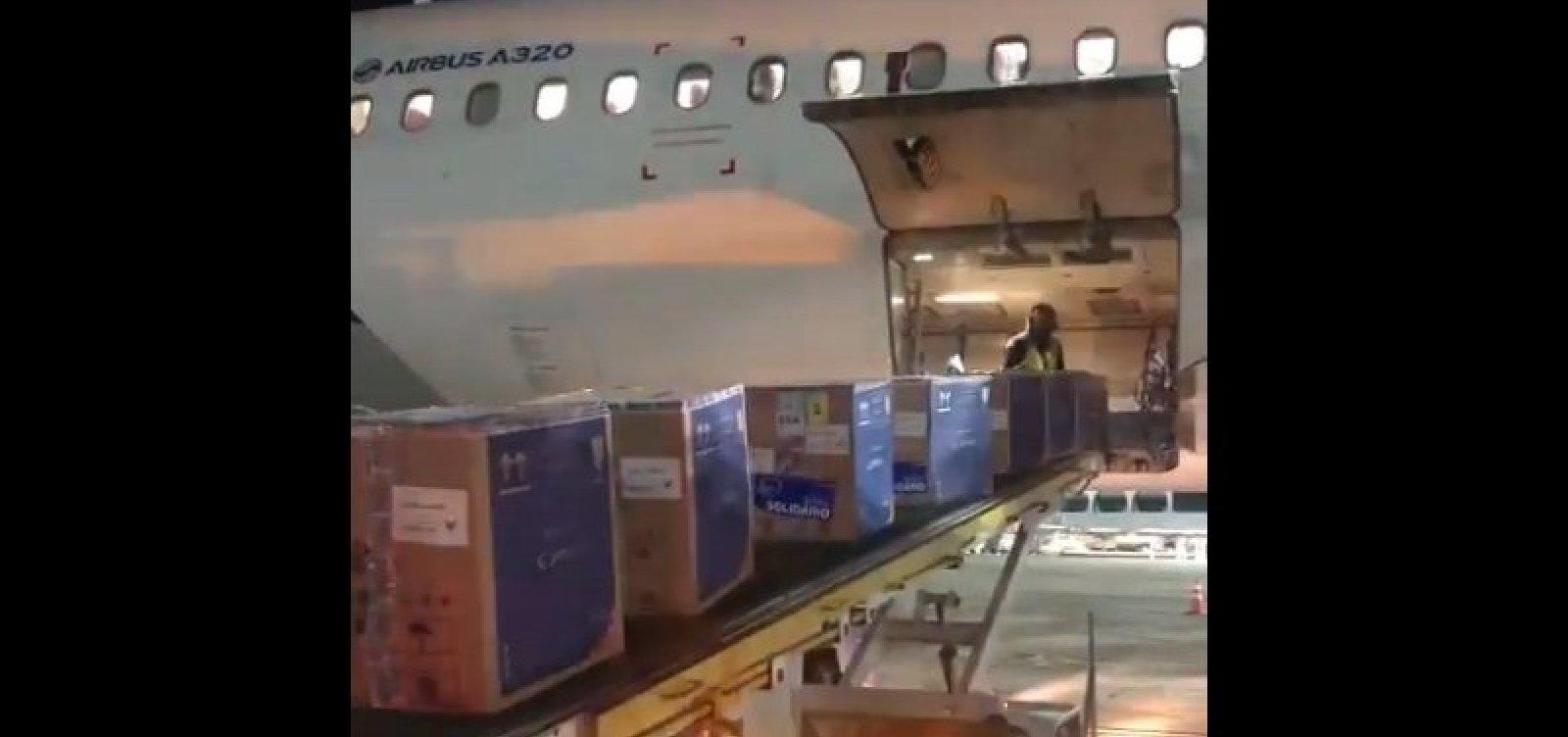 Mais de 146 mil doses de vacina Pfizer contra a Covid-19 chegam à Bahia