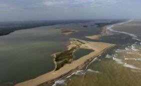 Diante de ameaça da lama, Ibama sobrevoa mar no sul da Bahia nesta sexta