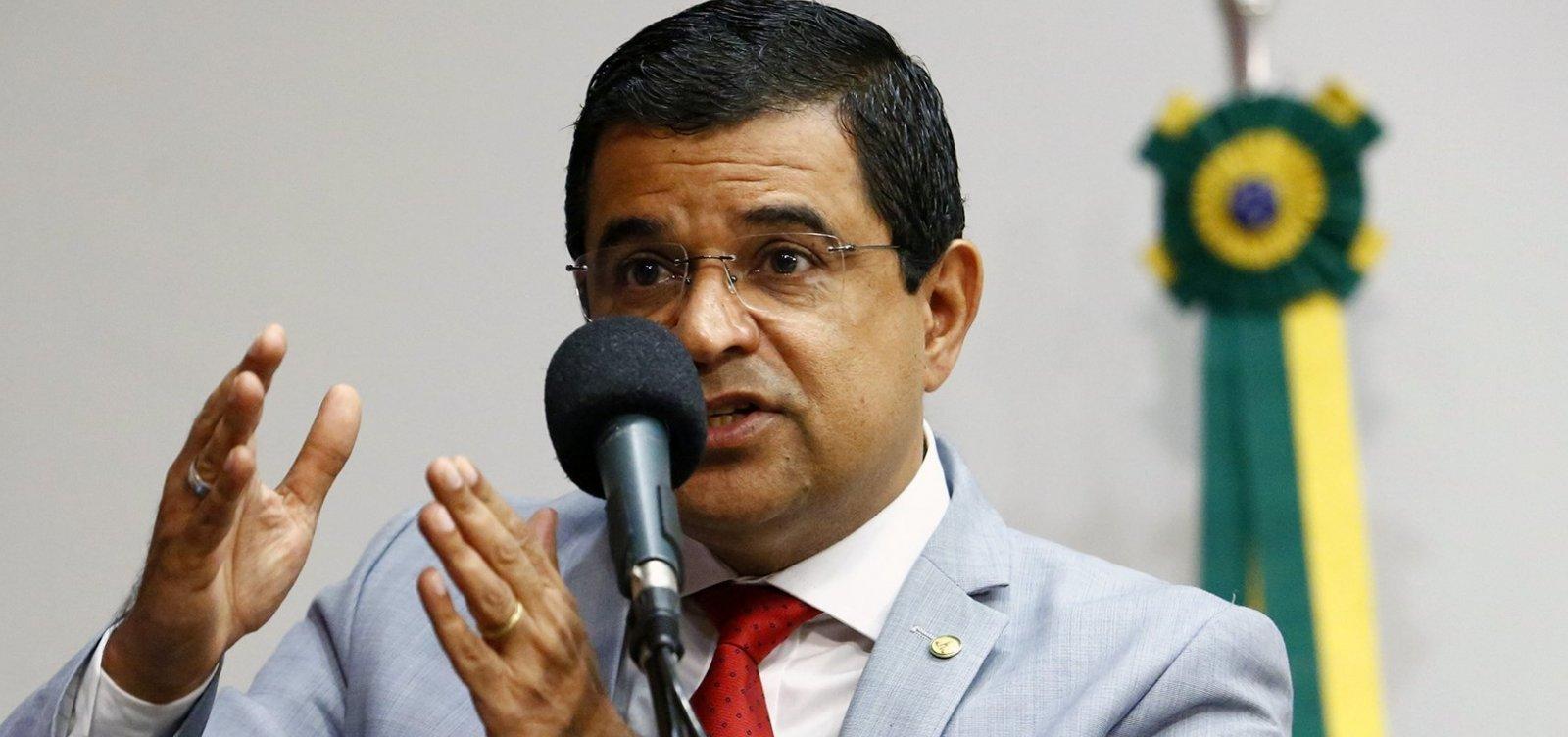 """Presidente do PCdoB na Bahia chama de """"boato"""" saída de Dino do partido"""