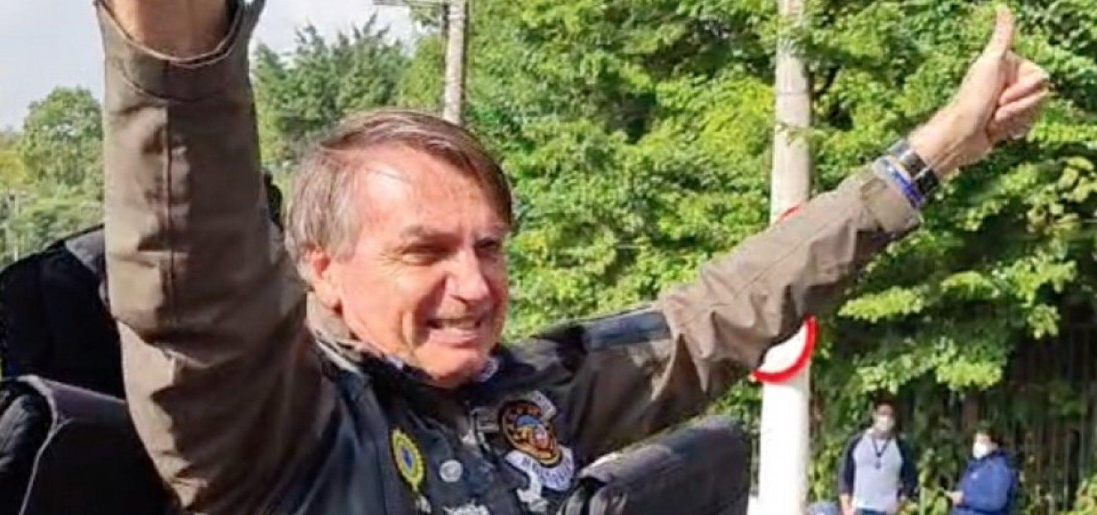 Bolsonaro participa de ato com motociclistas e é multado por não usar máscara